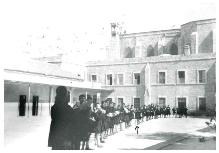طلاب الإكليريكية الصغرى عام 1953 - السهم يشير إلى الإكليريكي انطون بطرس نعمة