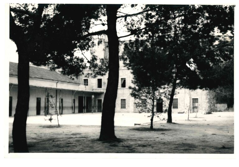 ساحة المعهد الإكليريكي امام مبنى الإكليريكية الصغرى القديم