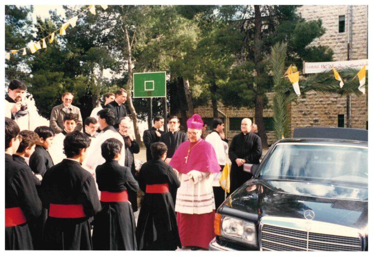 استقبال غبطة البطريرك السابق ميشيل صباح في المعهد الإكليريكي تقريبا عام 1987